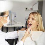 Cum se montează fațetele dentare